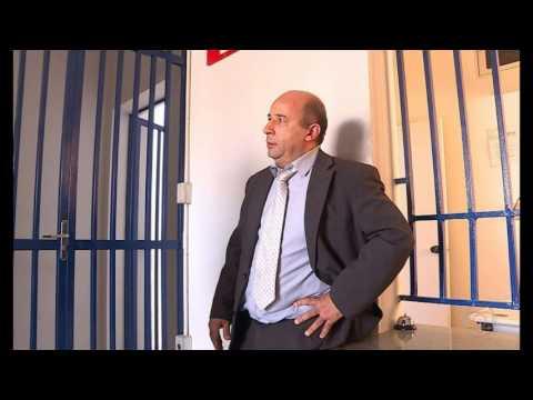 Após oferecer banana a uma funcionária negra da Azul, advogado é preso por racismo no aeroporto