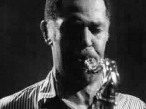 Dexter Gordon: Montmartre, Copenhagen, 1971 online metal music video by DEXTER GORDON