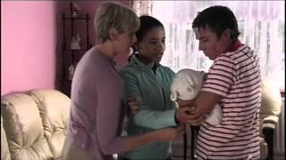 Extrait (VO) - Chris tient son demi-frère dans les bras