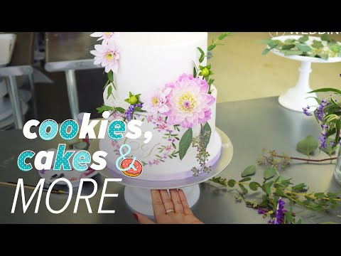 2018 Wedding Cake Trends: Hand-Painted Floral Cake