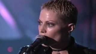 Joan Jett and The Blackhearts - Cherry Bomb - Live - Rockin´ the Rockies 1998