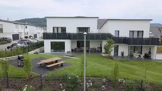 Modernes Doppelhaus mit klaren Linien und viel Platz – eine weitere Referenz des Bauunternehmens Bittermann & Weiss.