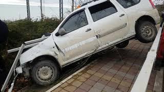 Авария, таксист улетел в кювет 3