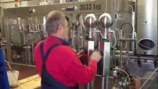 preview picture of video 'Flaschen Abfüllen bei robitza   wein Oslip Burgenland'