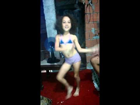 Menina dançarina e o vovó chato choca ovo(1)
