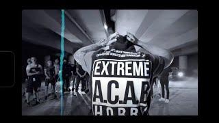Kadr z teledysku Tommy Gun tekst piosenki Kacper HTA, Fonos