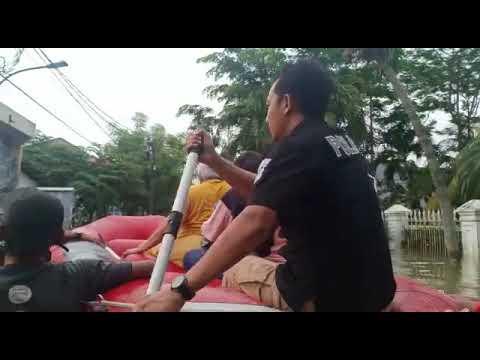 Polri - Sigap Evakuasi korban Banjir 1 Januari 2020