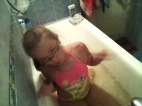 Купаюсь в ванной!!!