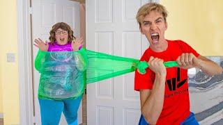 We Caught Ellen Mystery Neighbor!!