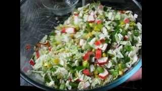 Салат с крабовыми палочками и пекинской капустой.