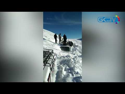 Beacon personnel rescue passengers stuck in snowstorm at Razdan Pass