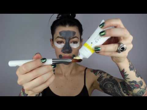 Jessica Uses The Derma9 Brush To Apply Her Multi-Mask