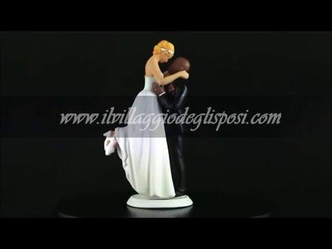Video - Sposa in braccio allo sposo calvo di colore