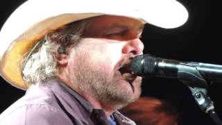 Toby Keith Colt Ford Krystal Keith 5/31/14  SD 480p