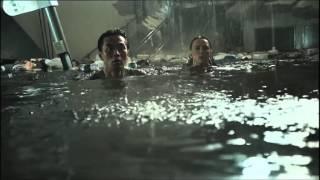 """Девушки из сериала """"Тайный круг"""", Еще один отрывок из фильма «Цунами 3D» с Фиби Тонкин"""