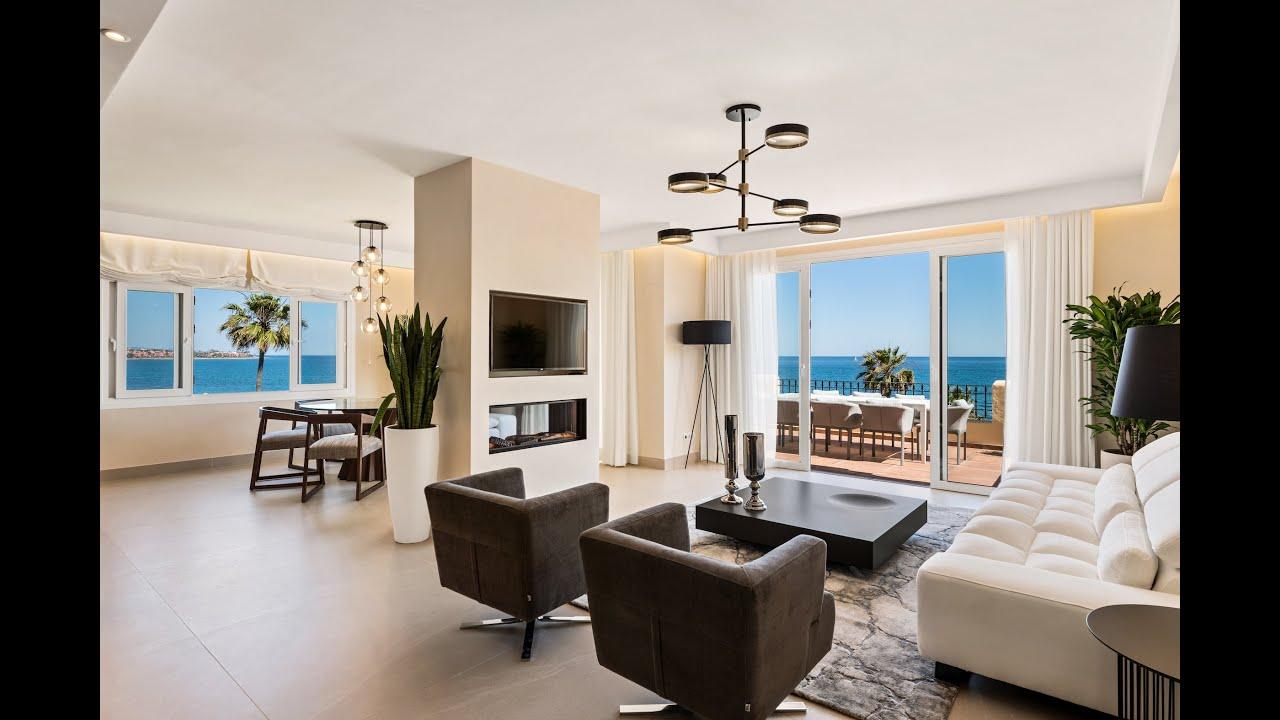 Ático a estrenar, primera línea de playa, 3 dormitorios, terrazas, urbanización cerrada, en venta en Estepona