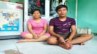 Khâm phục nghị lực của 2 vợ chồng mù bán chổi ở Bình Dương vượt hơn 300 cây số để mưu sinh
