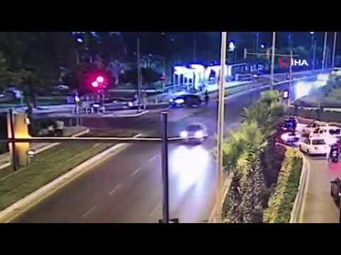 Kırmızı ışıkta geçen otomobil 3 yaya çarptı