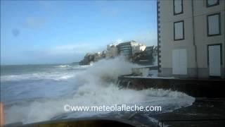 preview picture of video 'Grandes marées Saint Malo Mardi 4 Mars 2014'