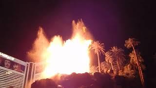 Извержение вулкана в Лас Вегасе  Шоу