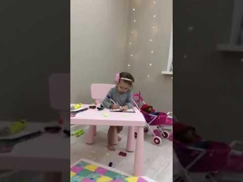 Анжеличка играет дома Бобруйск