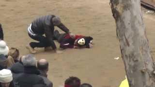 preview picture of video 'Sartiglia di Oristano: acrobazie dei cavalieri alle pariglie'