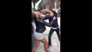 Смотреть онлайн Драка двух темнокожих девушек