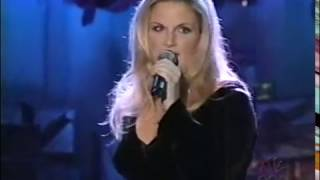 """TRISHA YEARWOOD """"SANTA CLAUS IS BACK IN TOWN"""", 1998  [189]"""