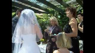 preview picture of video 'Novomanželský  polibek z Dolních Dunajovic - newlywed kiss. Svatba pod širým nebem.'