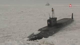 АПЛ «Юрий Долгорукий» идет сквозь арктический лед: эксклюзивные кадры