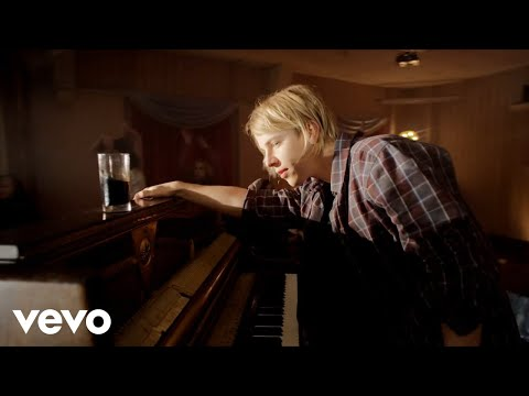 Download Tom Odell - Hold Me HD Video