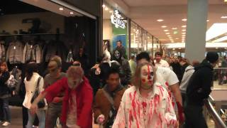 preview picture of video 'Halloween Flashmob Karlsruhe - Zombiemob No Head Mob'