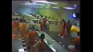 Fight Video .Жесть!!драка в тюрьме Калифорнии!!!
