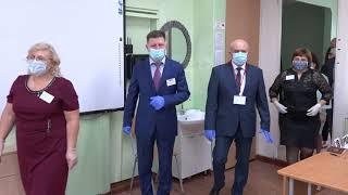Губернатор Сергей Фургал посетил один из пунктов проведения ЕГЭ