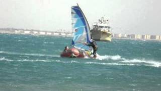 preview picture of video 'Windsurfing crash. Windsurf vs motorboat'