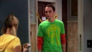 Sheldon pose une question indiscrète à Penny