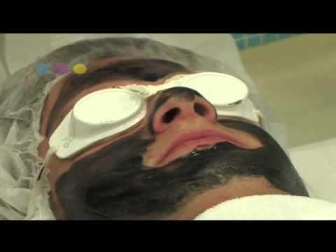 Den Pickeln auf der Person der Maske zu entgehen