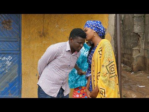 Kiss Tsakanin Saurayi_da_Budurwa_Hausa_Sabon Video 2018 Ft. Ras Comedian x Dr. Sambo