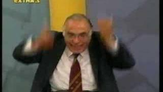 """Ιερή αγανάκτηση Λεβέντη: """"Και τον σκύλο σου υπουργό""""! (από Hank, 09/01/09)"""
