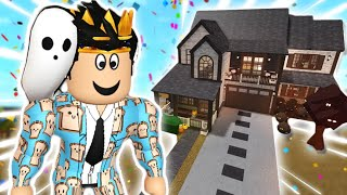 "building a ""FALL/AUTUMN"" FAMILY bloxburg house with all the NEW items..."