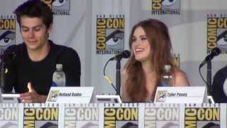 """Download Video """"What was it like to kiss Dylan O'Brian?"""" at the Teen Wolf panel SDCC 2013 MP3 3GP MP4"""