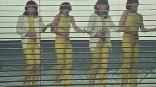 ノーランズ - 恋のハッピー・デート(1980) - YouTube