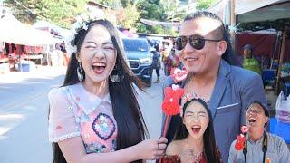 Interview Superhelden Hmong Super Zab | Ha bis Bauchschmerzen, sehr lustig Halbmondblumenarbeit, zum Himmel zeigend