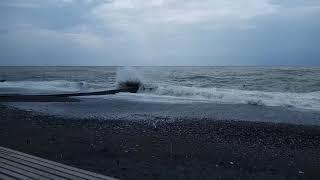 Страшный шторм в Сочи 16 сентября, смывает с пляжей всё