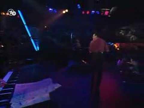 Al Jarreau - Steve Gadd - Mas Que Nada (live 1994,Germany) online metal music video by AL JARREAU