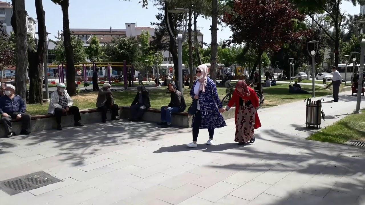 65 Yaş Ve Üzeri Vatandaşlar Sokağa Çıkmanın İkinci Kez Tadını Çıkardı