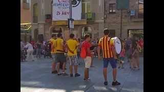 preview picture of video 'Sant Celoni. Celebració de la Diada Nacional de Catalunya 2014. Gegants de Sant Celoni ballant.'