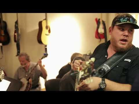 Luke Combs - She Got the Best of Me (Grand Ole Opry)