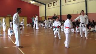 preview picture of video 'wrka kyoso cup ring1 d05 9 11 female begin kumite 07b'