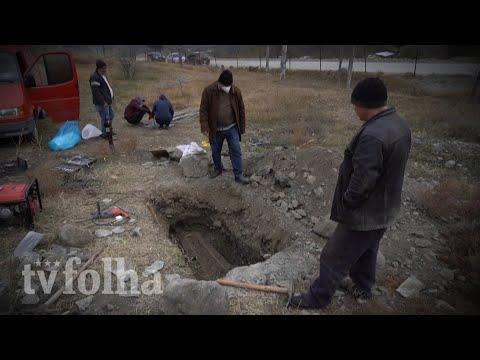Armênios desenterram parentes antes de devolver área ao Azerbaijão